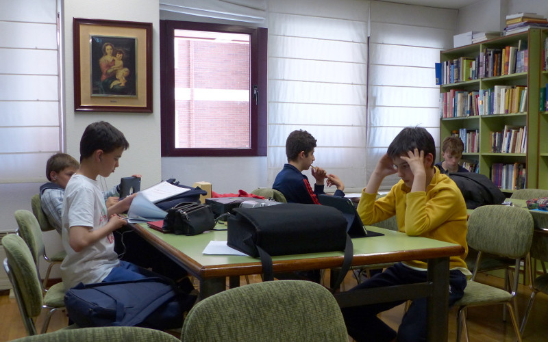 Los mayores estudiando