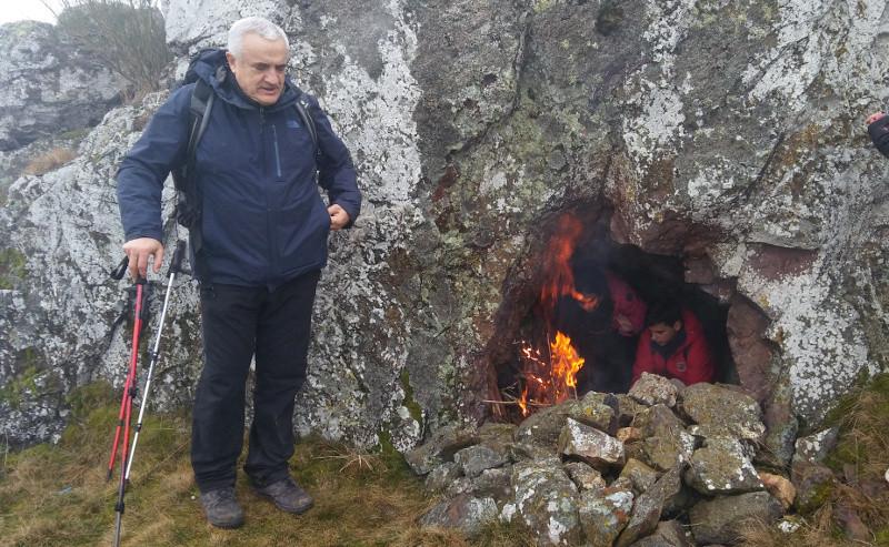 Calentandose en la cueva