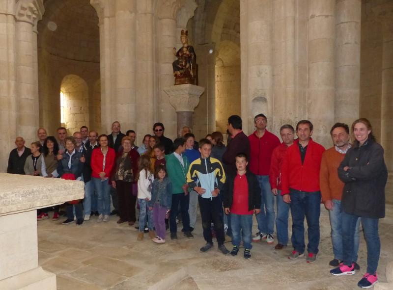Parte de los asistentes ante la Virgen