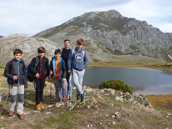 Jóvenes Montañeros en el pico Runción