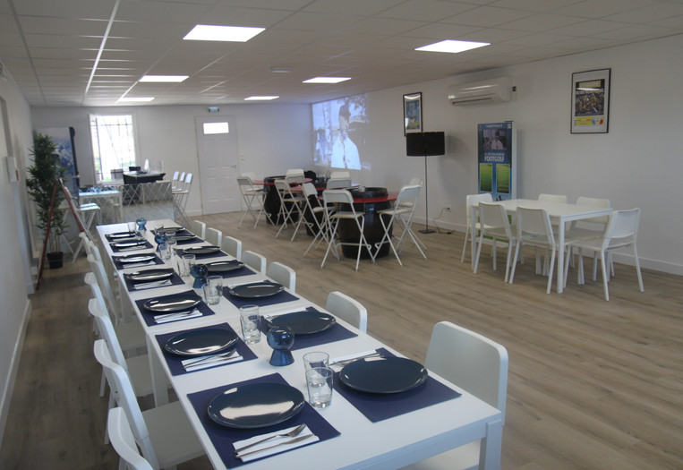 Installation du club house au Footgolf Parc en Champagne pour acceuillir un repas