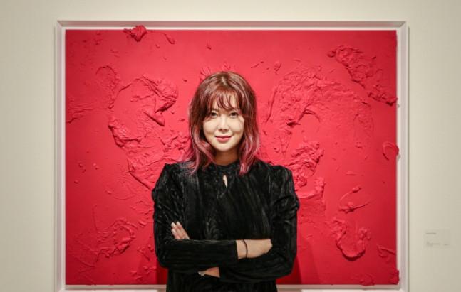 "[NEWS] ""놀랍다"" 런던 사치갤러리 솔비 그림 '완판', 미국·프랑스 전시도 연다 [인터뷰]"
