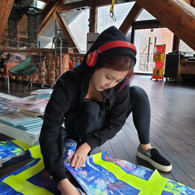 Performance painting cutting