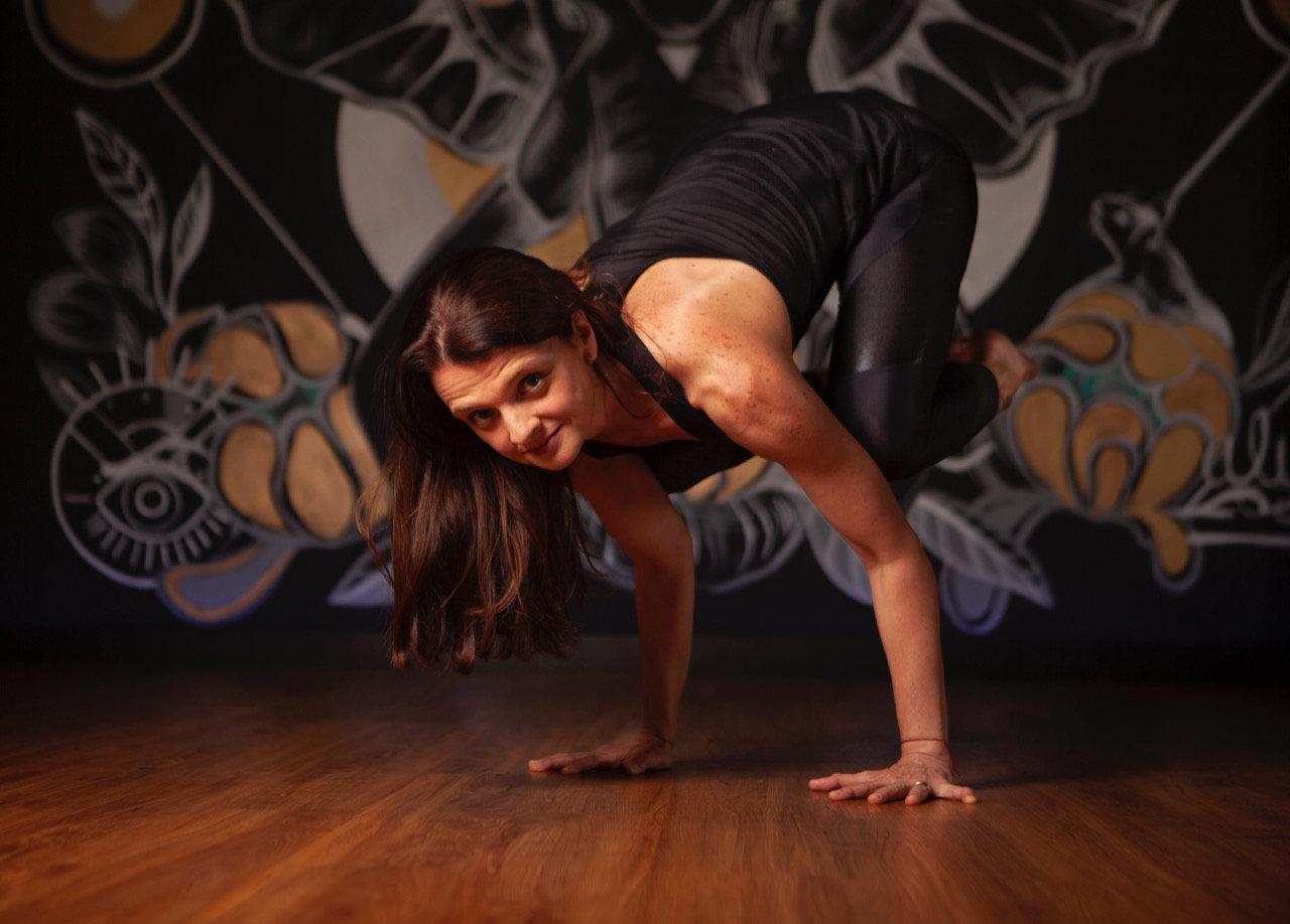 Yoga con pared                (10:00 AM)