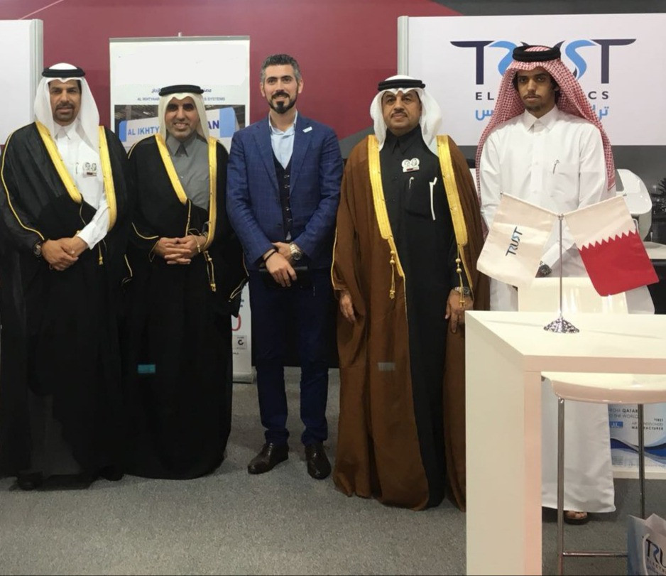 Mr. Bahaa Dandachi in the Middle with representatives of Qatar Chamber of commerce and Ministry of trading and economy and Manateq and Qatar Financial Center and heads of several Qatar factories during the International trading fair in Kuwait