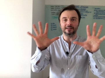 How to build trust with your body language in a presentation