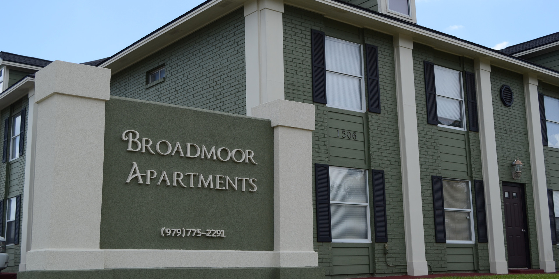 Broadmoor Apartments