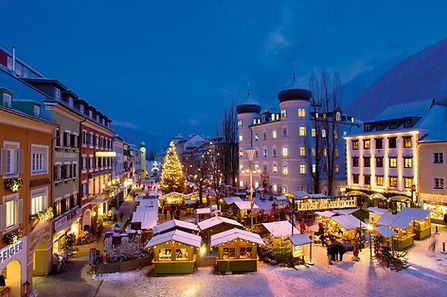 Adventmarkt mit Schnee.jpg