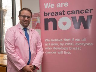 Chris gets behind the microscope at Breast Cancer Now research fair in Parliament