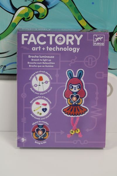 Art & Technology - Broche lumineuse Bunny girl