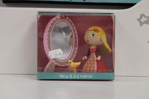 Nina et son miroir
