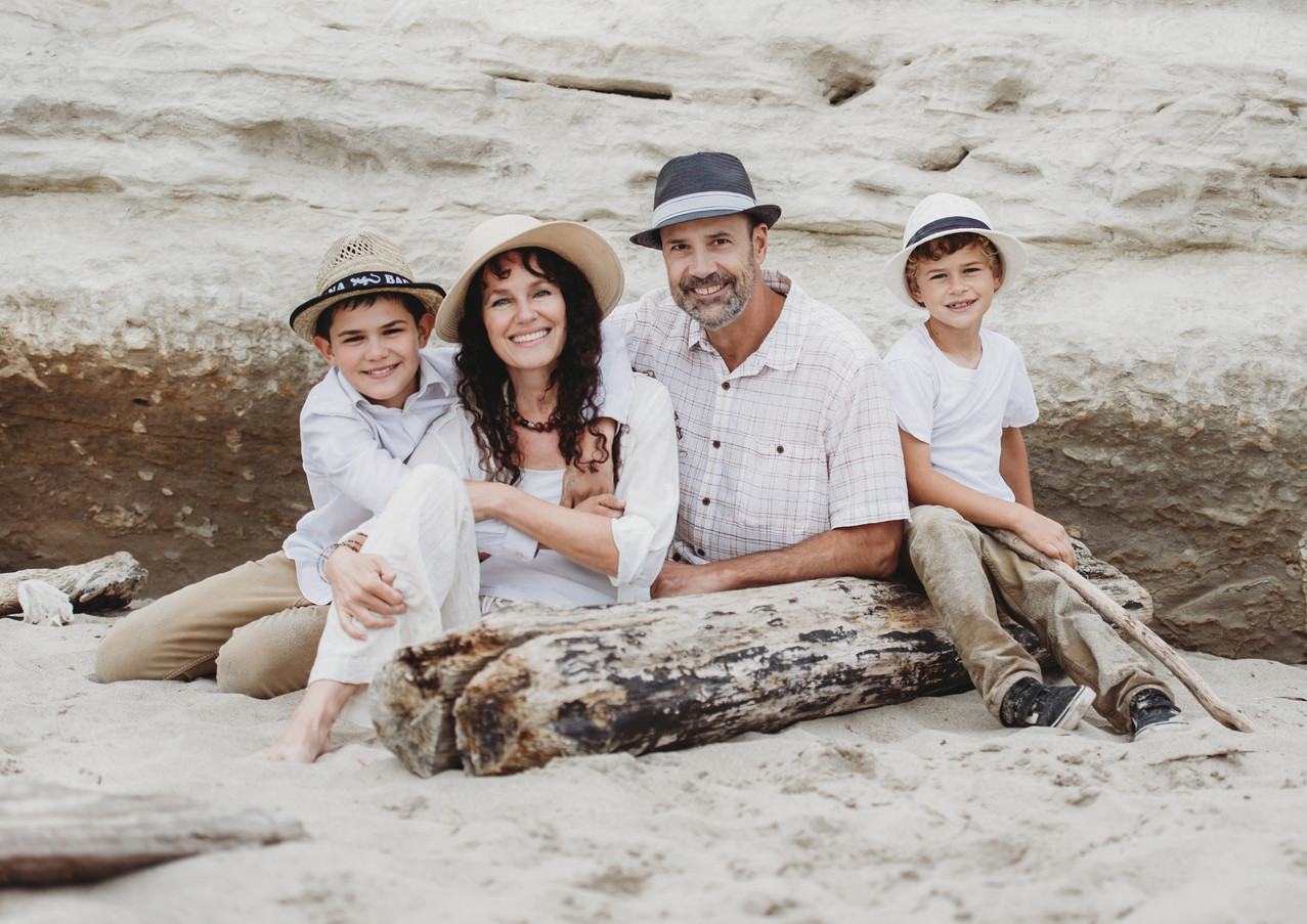 19_08 Beach Family-36.jpg