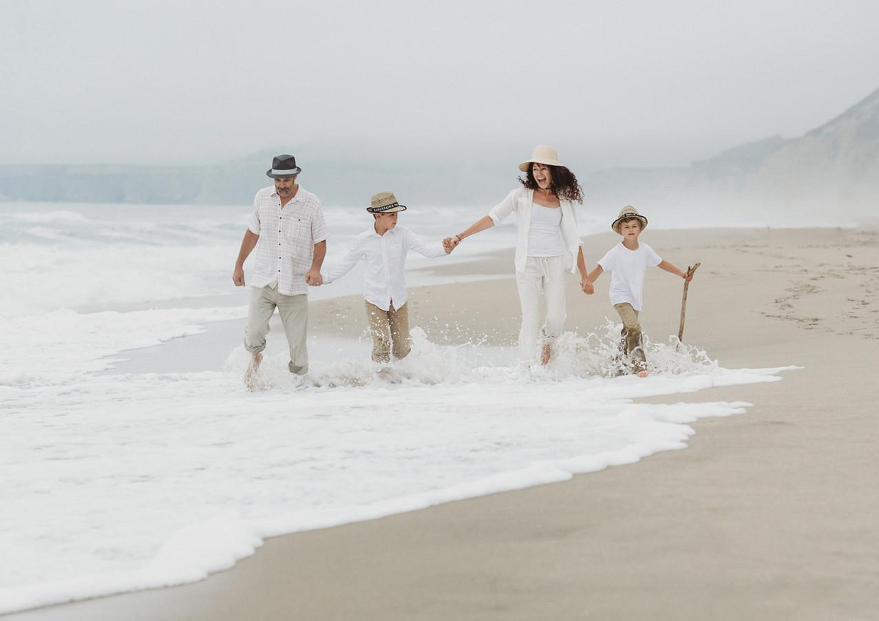 19_08 Beach Family-68.jpg