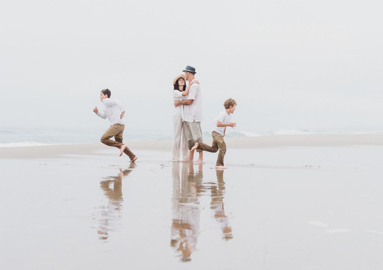 19_08 Beach Family-143.jpg