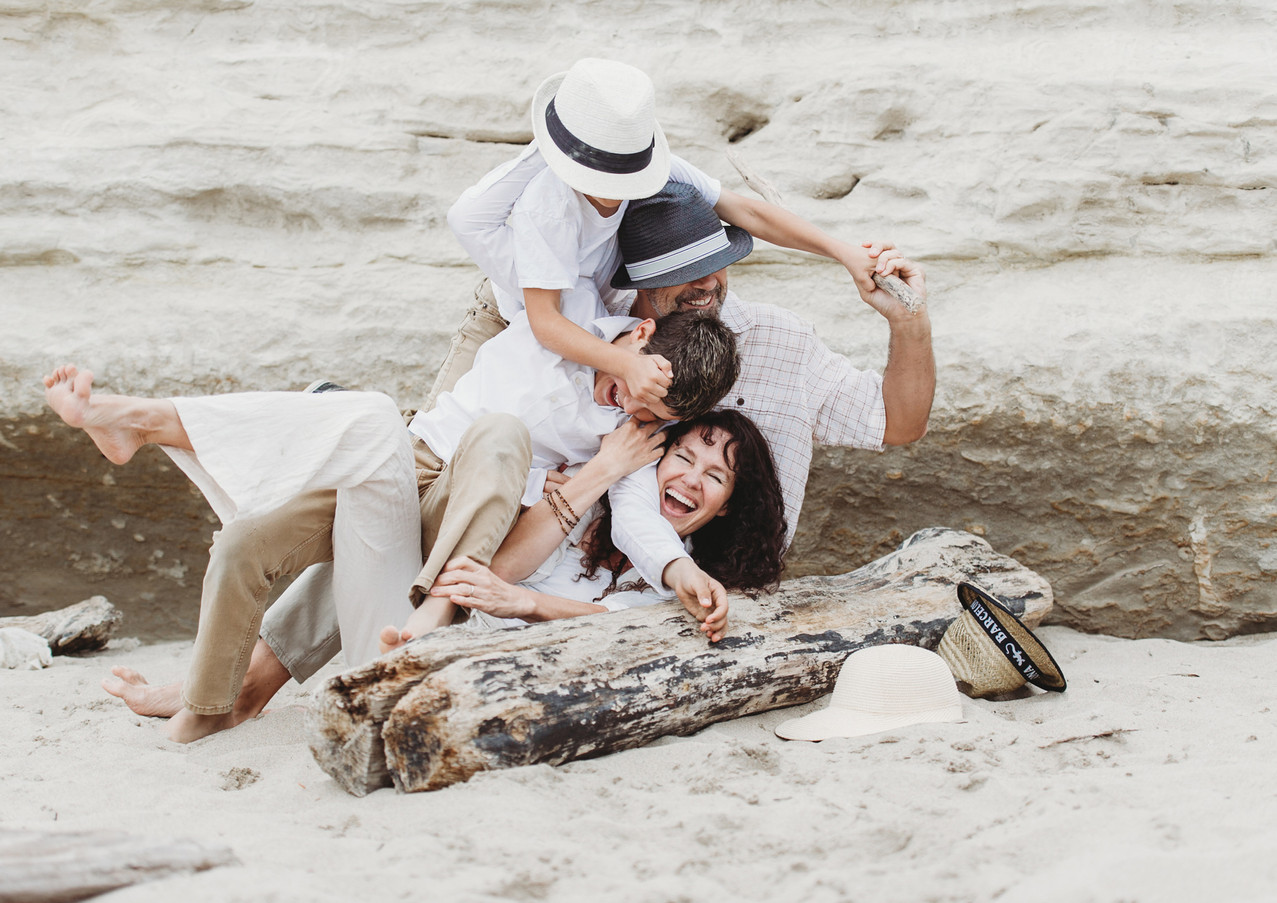 19_08 Beach Family-41.jpg