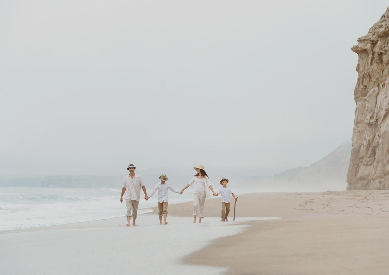 19_08 Beach Family-66.jpg