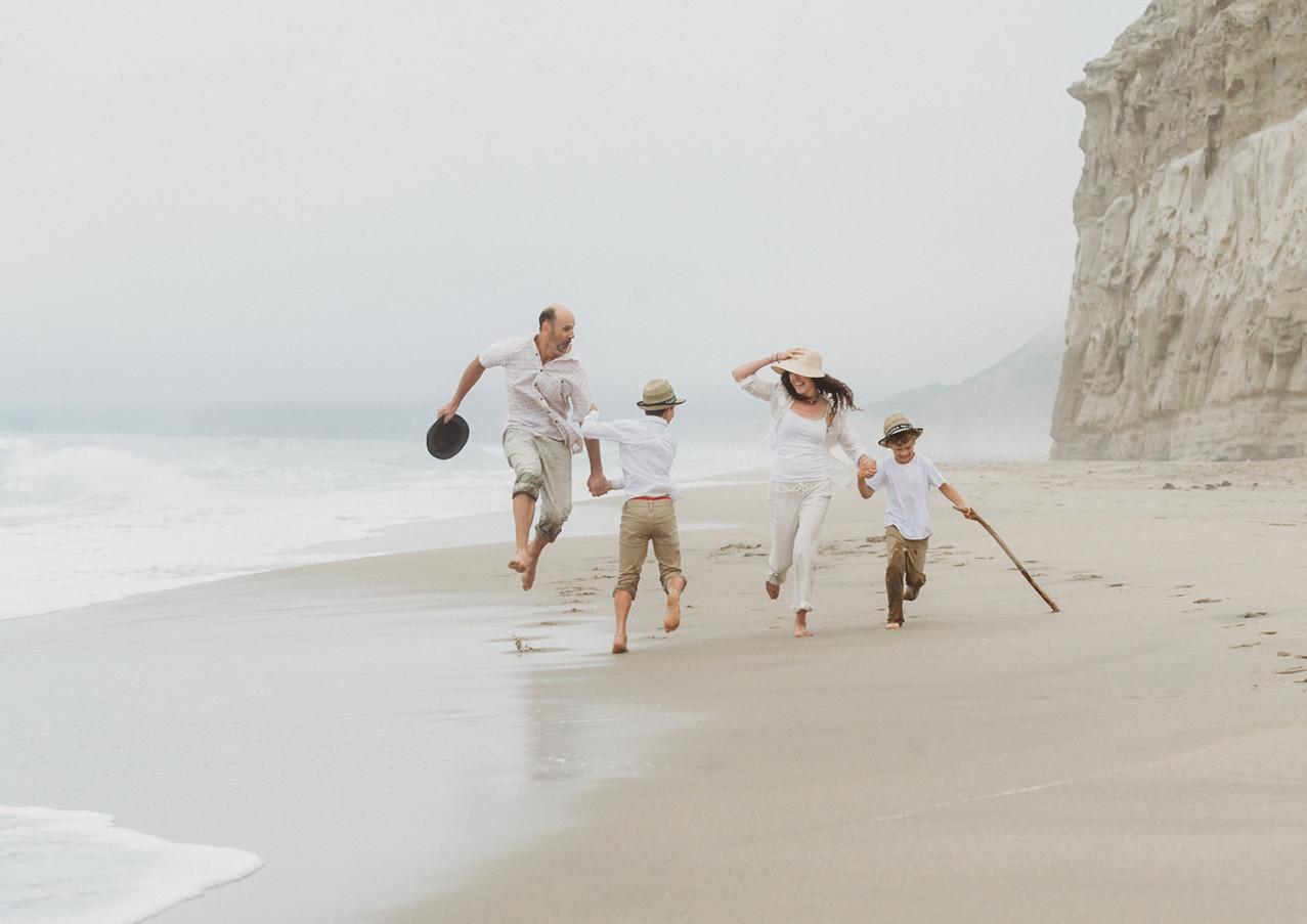 19_08 Beach Family-71.jpg