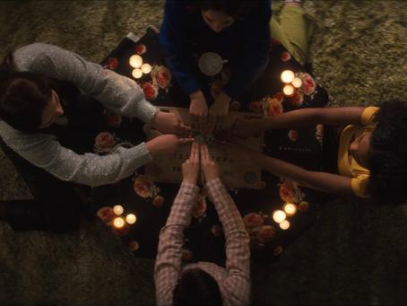 [Crítica] Jovens Bruxas: Nova Irmandade parece um piloto rejeitado da The CW