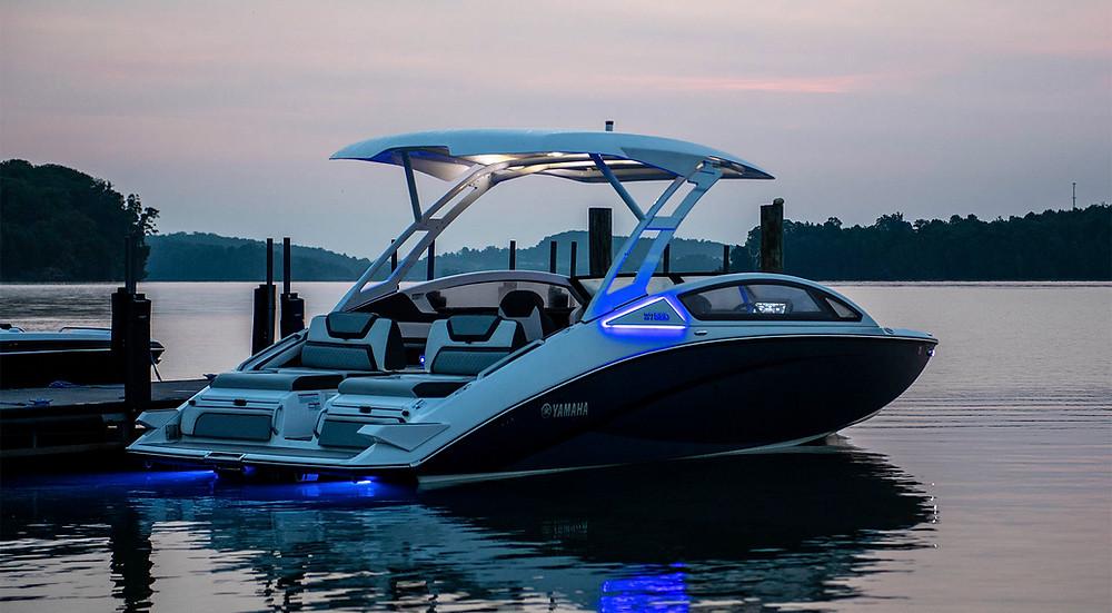 2020 Yamaha 275SD Docked
