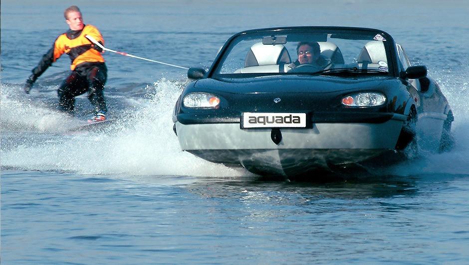 Gibbs Aquada amphibious car waterskiing
