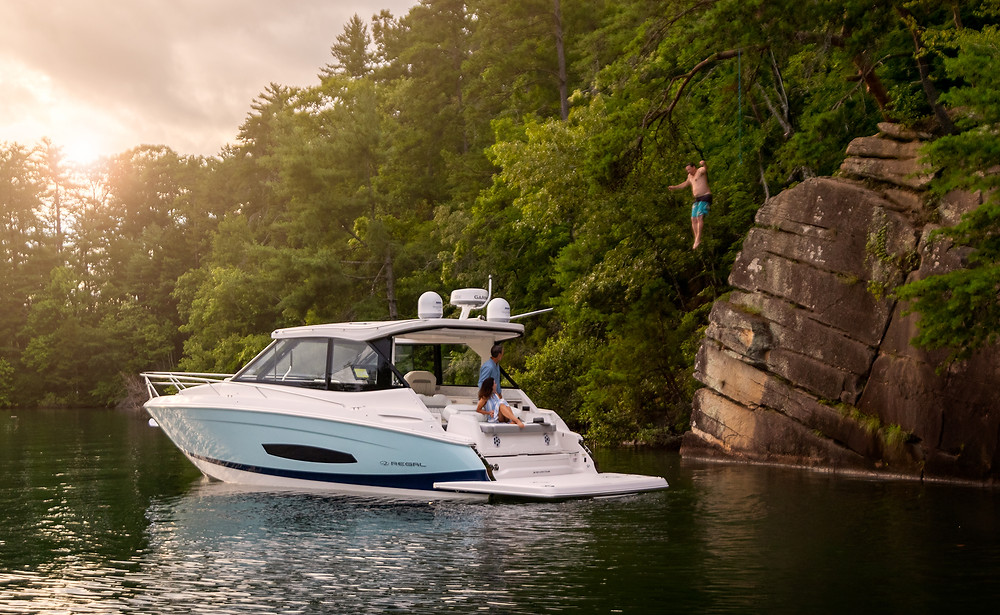 2021 Regal Boats 36 Grande Coupe