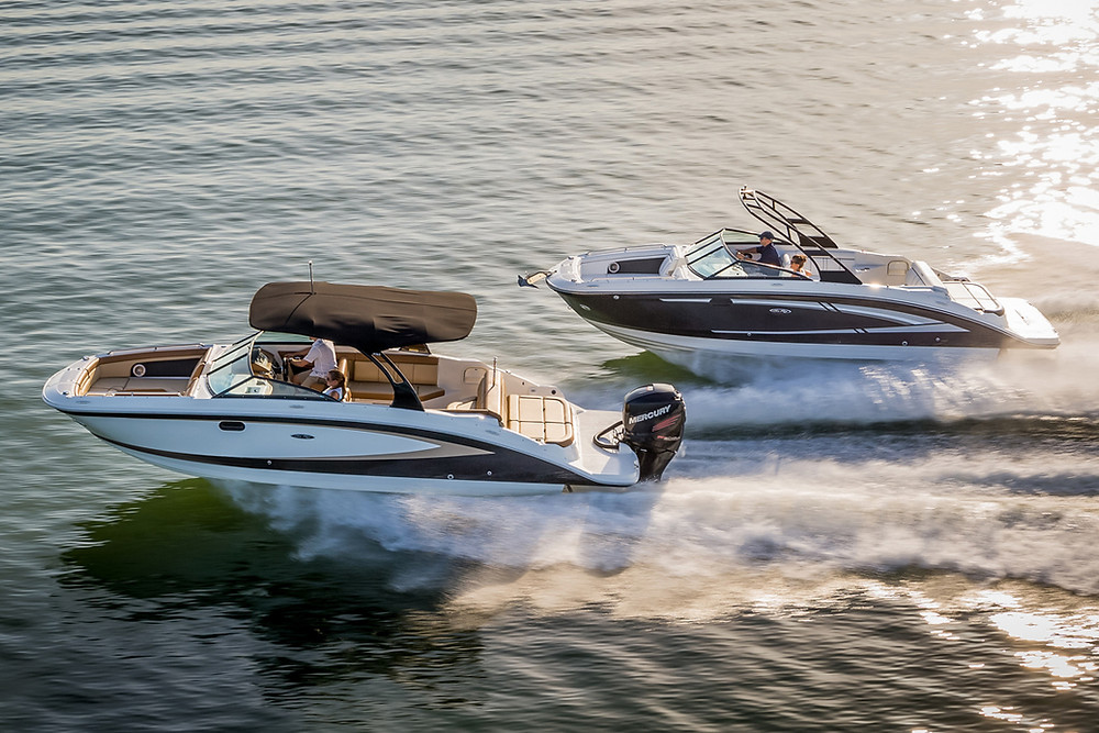 Outboard and Sterndrive engines on boats