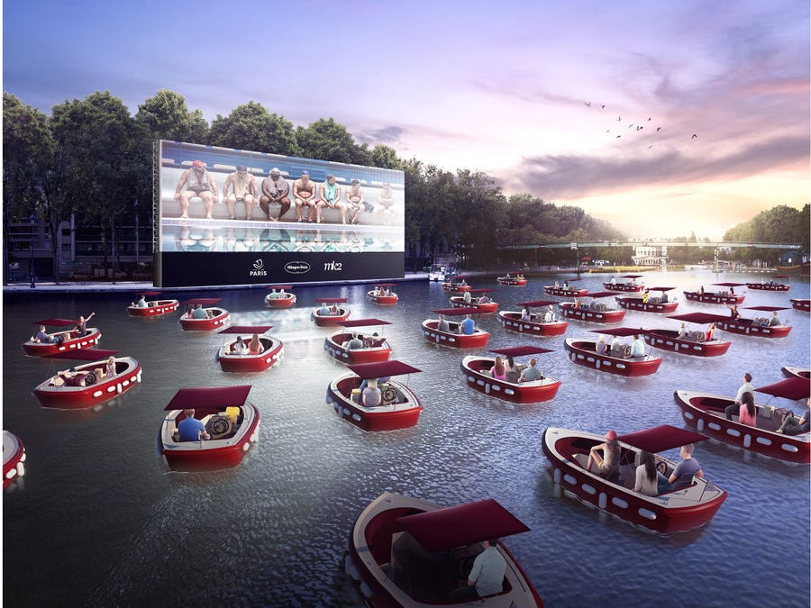 Movie theater for boaters on water