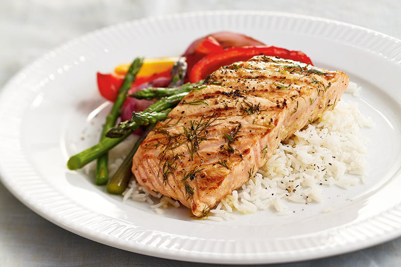 Grilled salmon filet with rice and vegetables