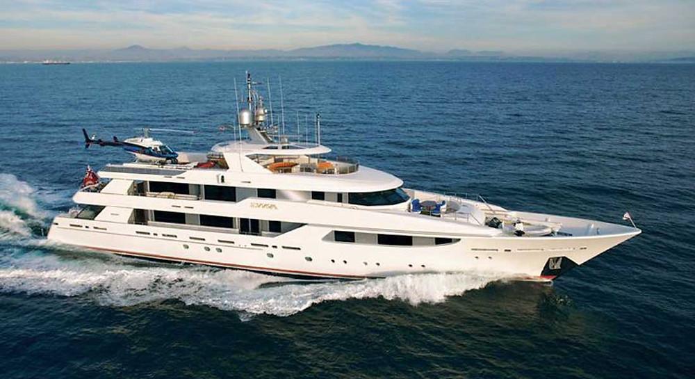 Bayliner Evviva superyacht