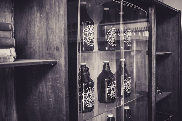 BW 64 oz fillable glass growlers