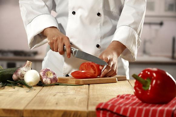Chef-kok hakken groenten