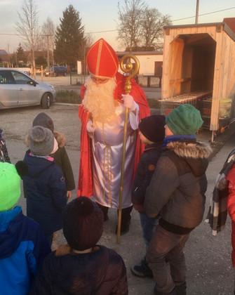 Der Nikolaus besucht den Dorfladen