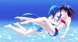 水の青に溶けそうな君は