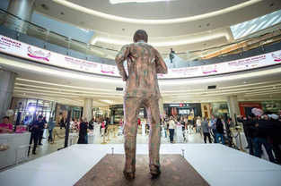 3 metre Mandela statue cake