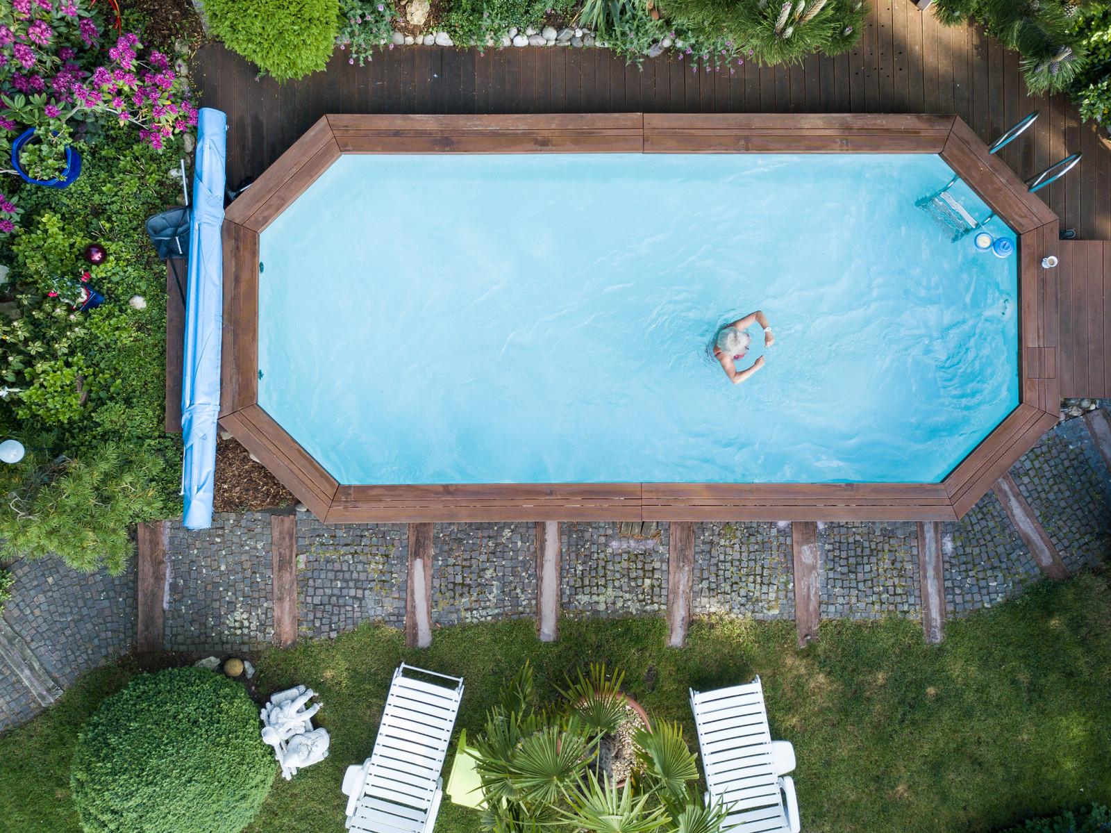mit einem pool im grunen lasst es sich gleich leichter motiviert ans werk gehen
