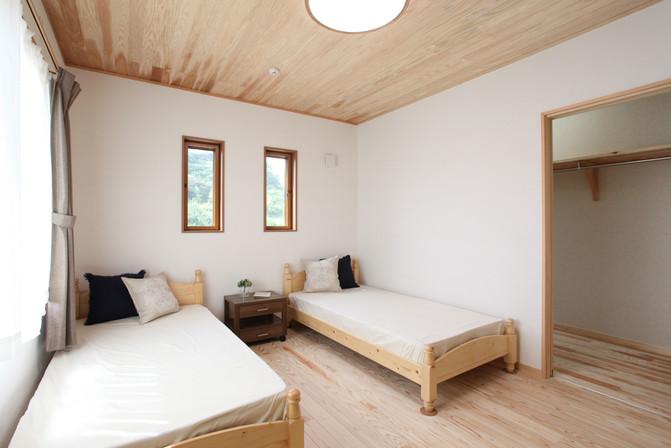 Rocky Bedroom (4).JPG