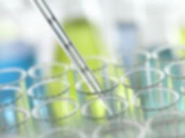 Pipette Eingefügt in Reagenzglas