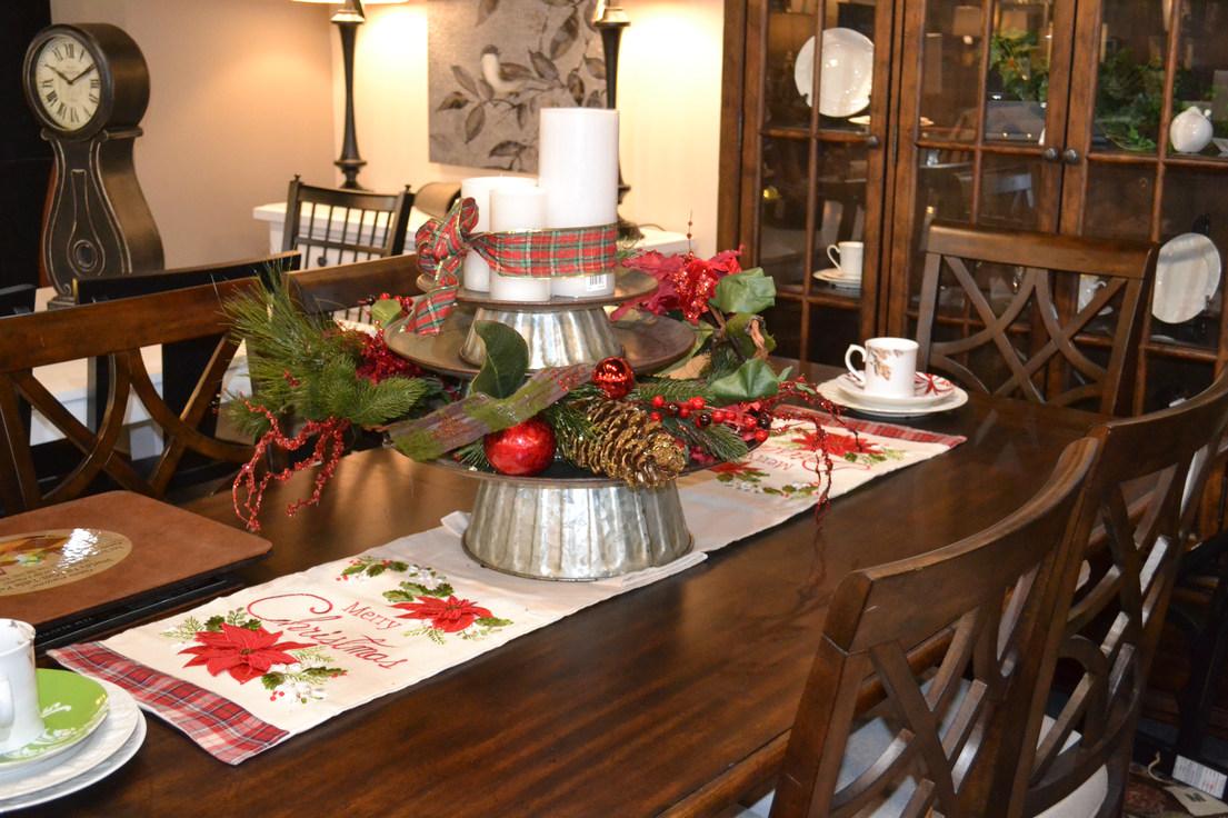 Trisha Yearwoods dining set dressed for the holiday season.