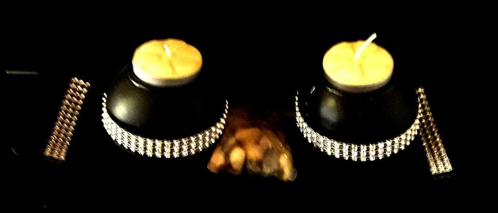 Castiça de mesa com duas velas