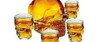 Kit 4 copos mais garrafa de vidro caveira 450 ml
