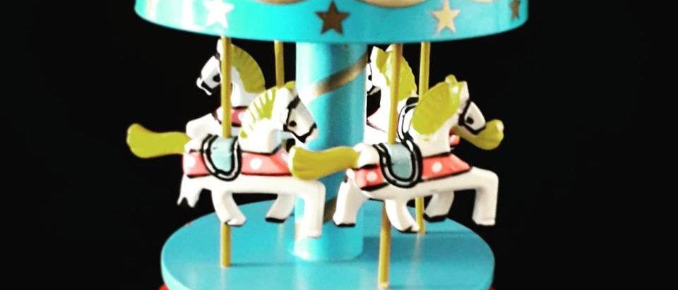 Carrossel cavalos