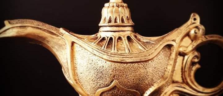 Lâmpada Mágica De Aladdim Gênio Em Resina Grande 22,5 Cm