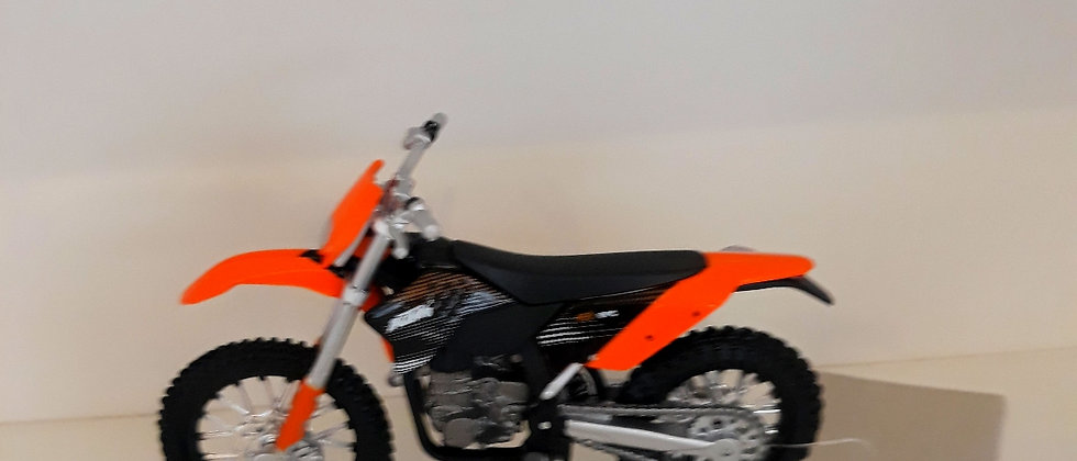 Miniatura de moto ktm 450