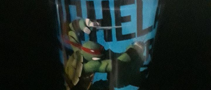 Copo com canudo tartaruga ninja