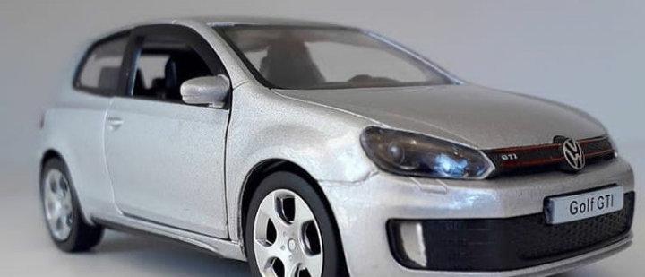Miniatura Volkswagen Golf GTI