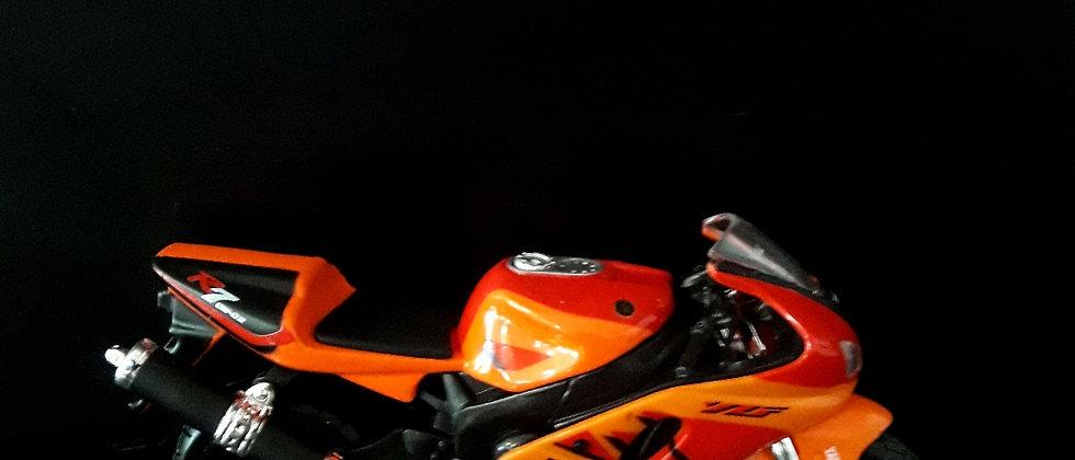 Miniatura de moto Yamara R7