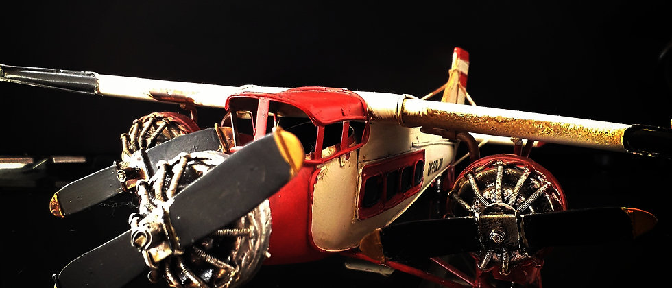 Avião Branco e Vermelho