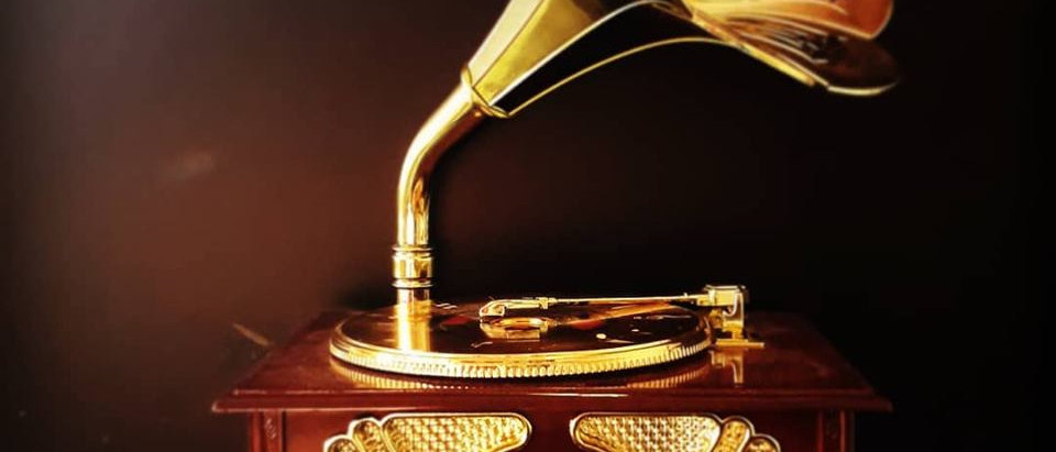 Caixinha de música Vitrola