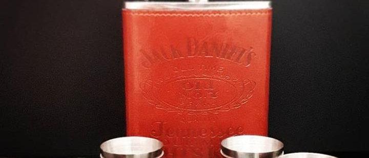 Cantil + 4 copos Jack Daniel's em couro