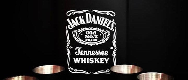 Cantil + 4 copos Jack Daniel's